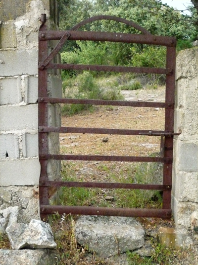 new-gate-small.jpg