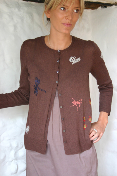09-pond-life-crew-cardigan-dark-brown-cotton-cashmere-small.jpg
