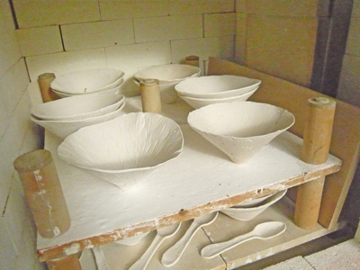 porcelain-bowls-in-kiln.jpg
