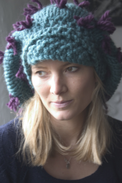 25-small-big-wool-tufted-hat-vert.jpg